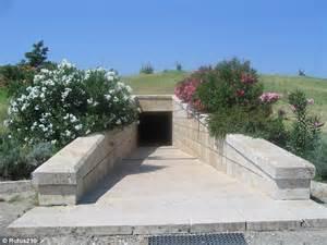entrc3a9e tombeau phillipe2 vergina macc3a9doine A Vergina dans les traces des origines d'Alexandre le Grand