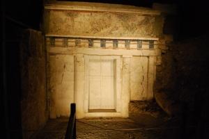 %name A Vergina dans les traces des origines d'Alexandre le Grand